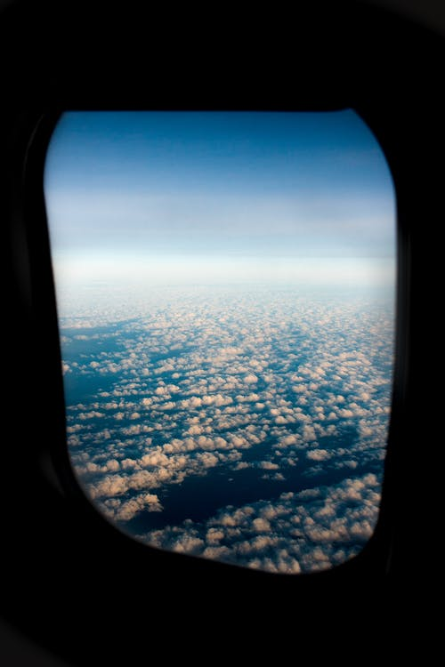 Fotos de stock gratuitas de avión, cielo azul, nubes, vuelo