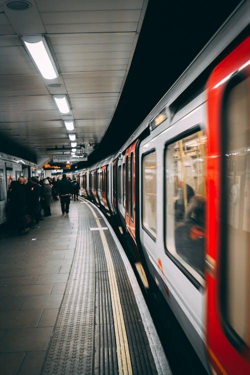 交通系統, 倫敦, 公共交通工具, 地鐵系統 的 免费素材照片