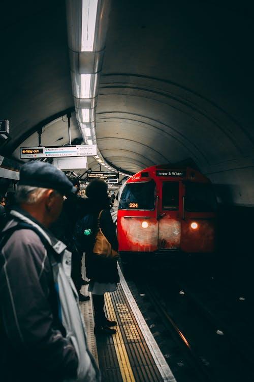 Бесплатное стоковое фото с железная дорога, железнодорожная станция, лондон, люди