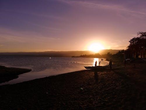 Ảnh lưu trữ miễn phí về bãi biển phía trước, bầu trời tím, bình Minh, câu cá silhoutte