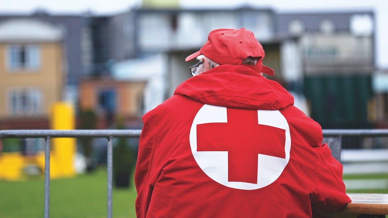 cruz roja, hombre, persona