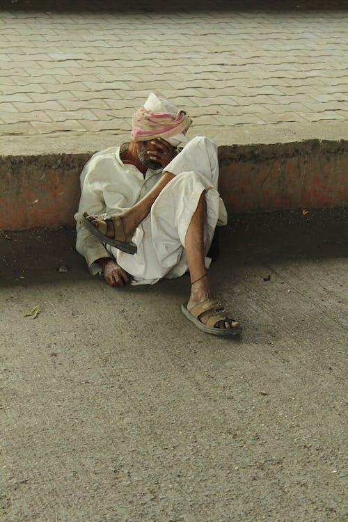 Ingyenes stockfotó #streets #oldman #wornout # everydaypeo # járdán témában