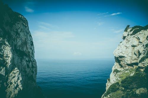 Fotos de stock gratuitas de acantilado, cielo, horizonte, mar