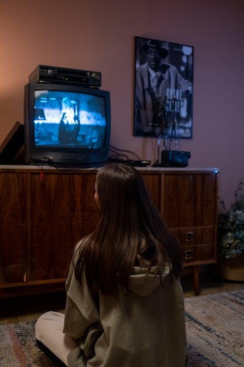 Fotos de stock gratuitas de adentro, adolescente, en casa