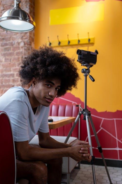 Δωρεάν στοκ φωτογραφιών με cafe, άνδρας, βιντεοκάμερα
