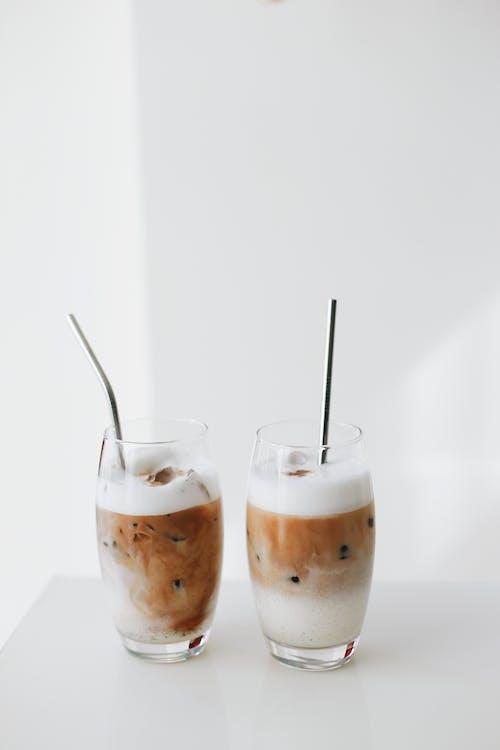 Бесплатное стоковое фото с белый фон, коктейль, металл