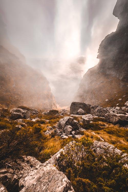 Gratis stockfoto met berg, mist, mistachtig, mistig