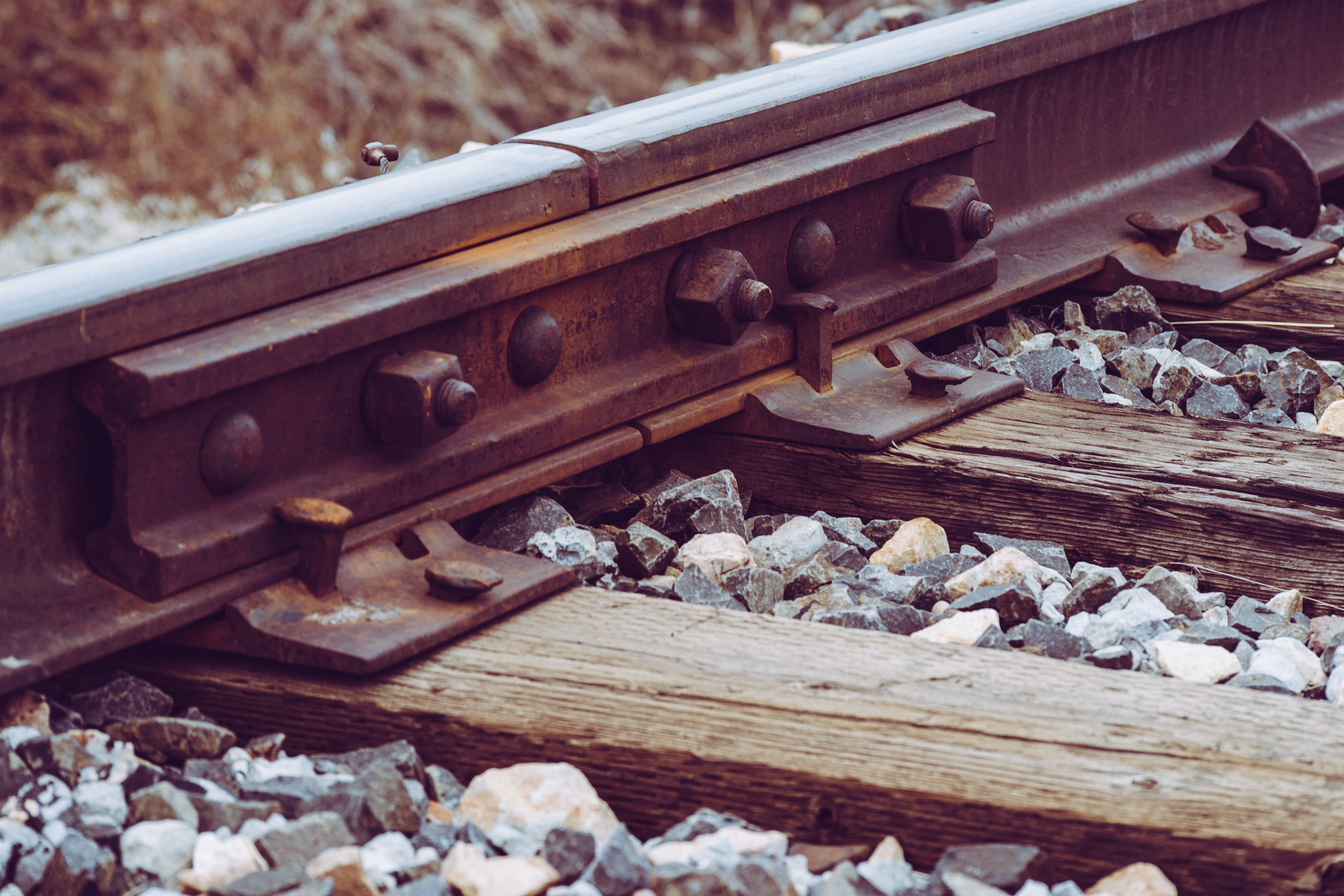 Δωρεάν στοκ φωτογραφιών με βράχια, ΣΙΔΗΡΟΔΡΟΜΙΚΗ ΓΡΑΜΜΗ, Σιδηροδρομικός σταθμός, σιδηρόδρομος