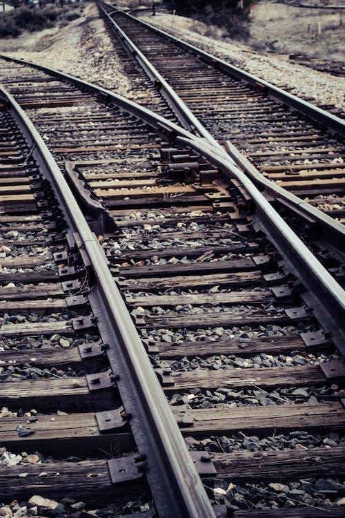 Ilmainen kuvapankkikuva tunnisteilla junanrata, rautatie, rautatieasema, rautatiekiskot