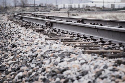 Бесплатное стоковое фото с гравий, дорога, дорожное движение, железнодорожная линия