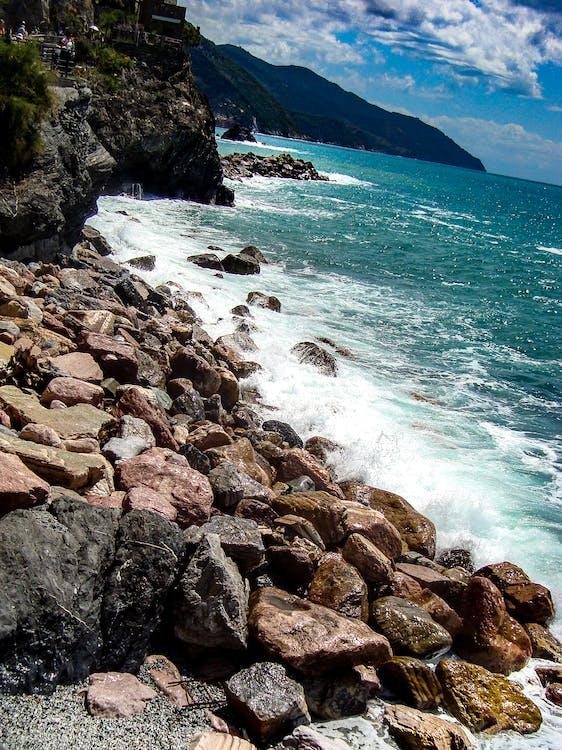 五漁村, 岩石, 岩石的