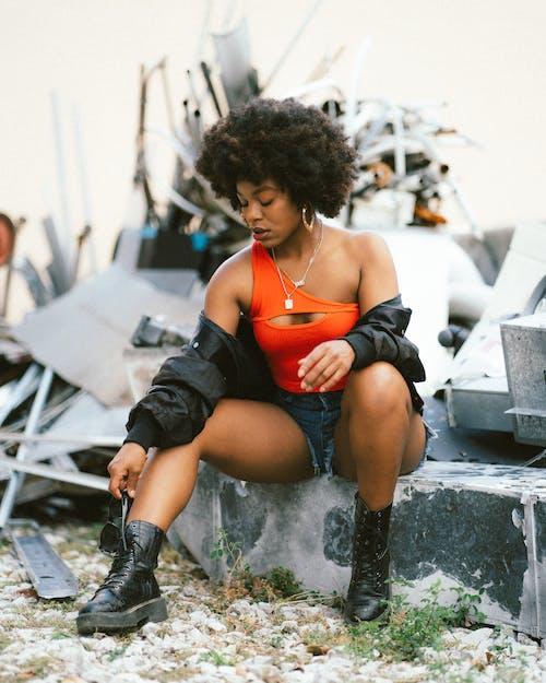Foto profissional grátis de adolescente, afro-americano, ao ar livre