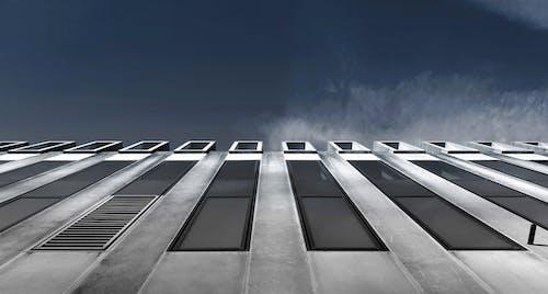 Darmowe zdjęcie z galerii z architektura, beton, budynek, czarno-biały