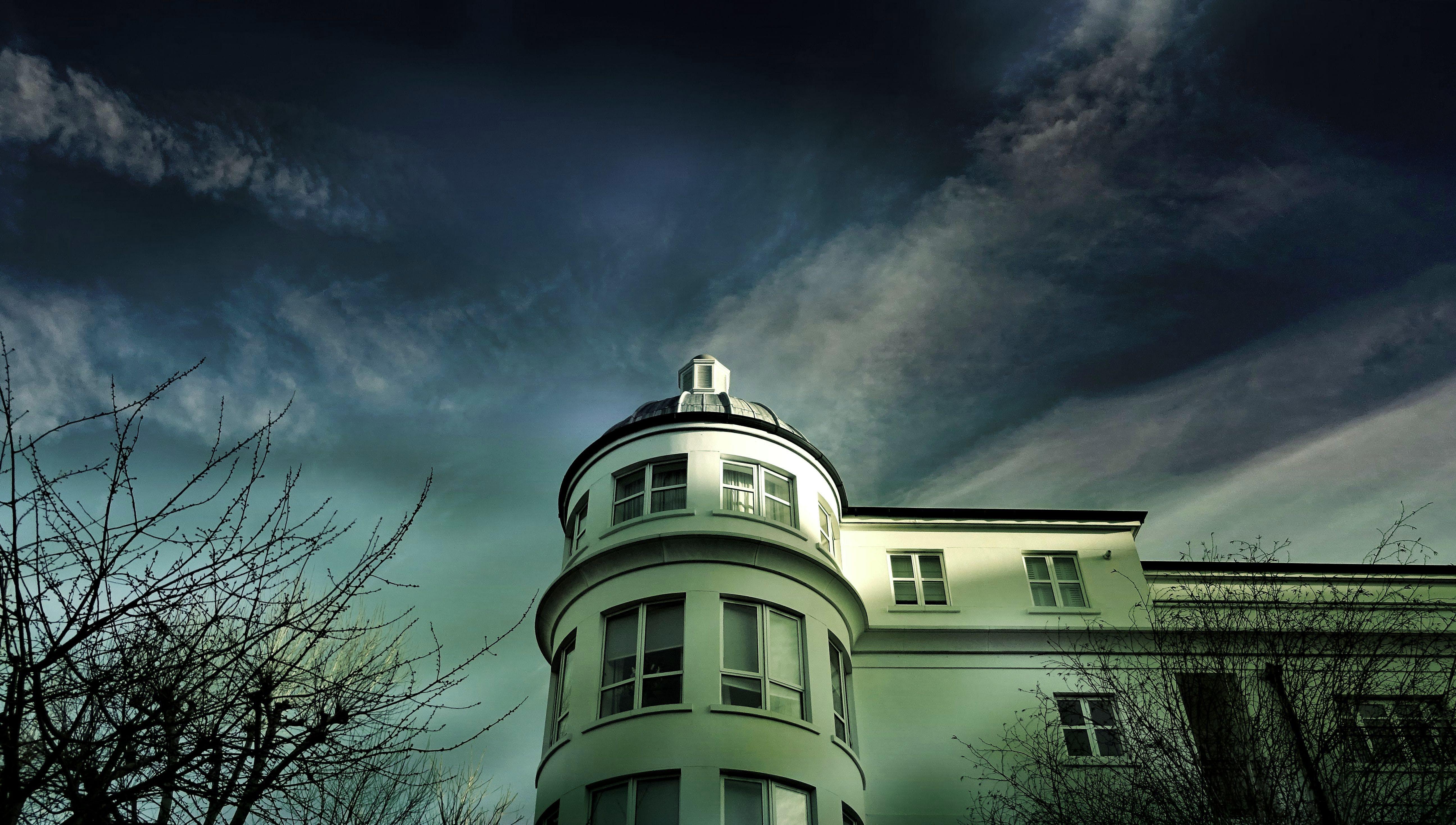 Kostenloses Stock Foto zu architektur, bäume, bewölkt, dom