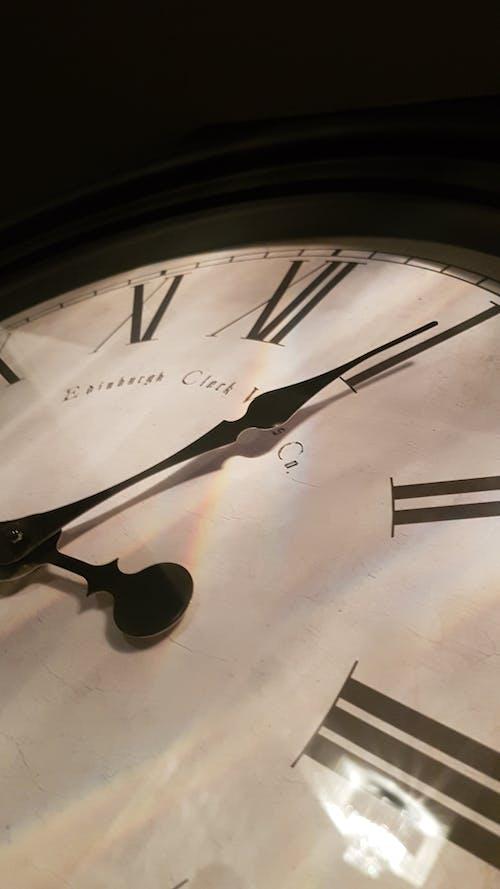 Безкоштовне стокове фото на тему «меблі, час»