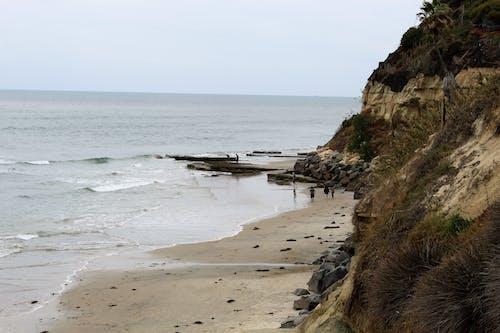 Fotobanka sbezplatnými fotkami na tému pláž, pobrežie, pobrežie oceánu, pobrežie sútesmi
