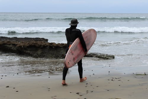 Fotobanka sbezplatnými fotkami na tému kývať, pláž, surfer