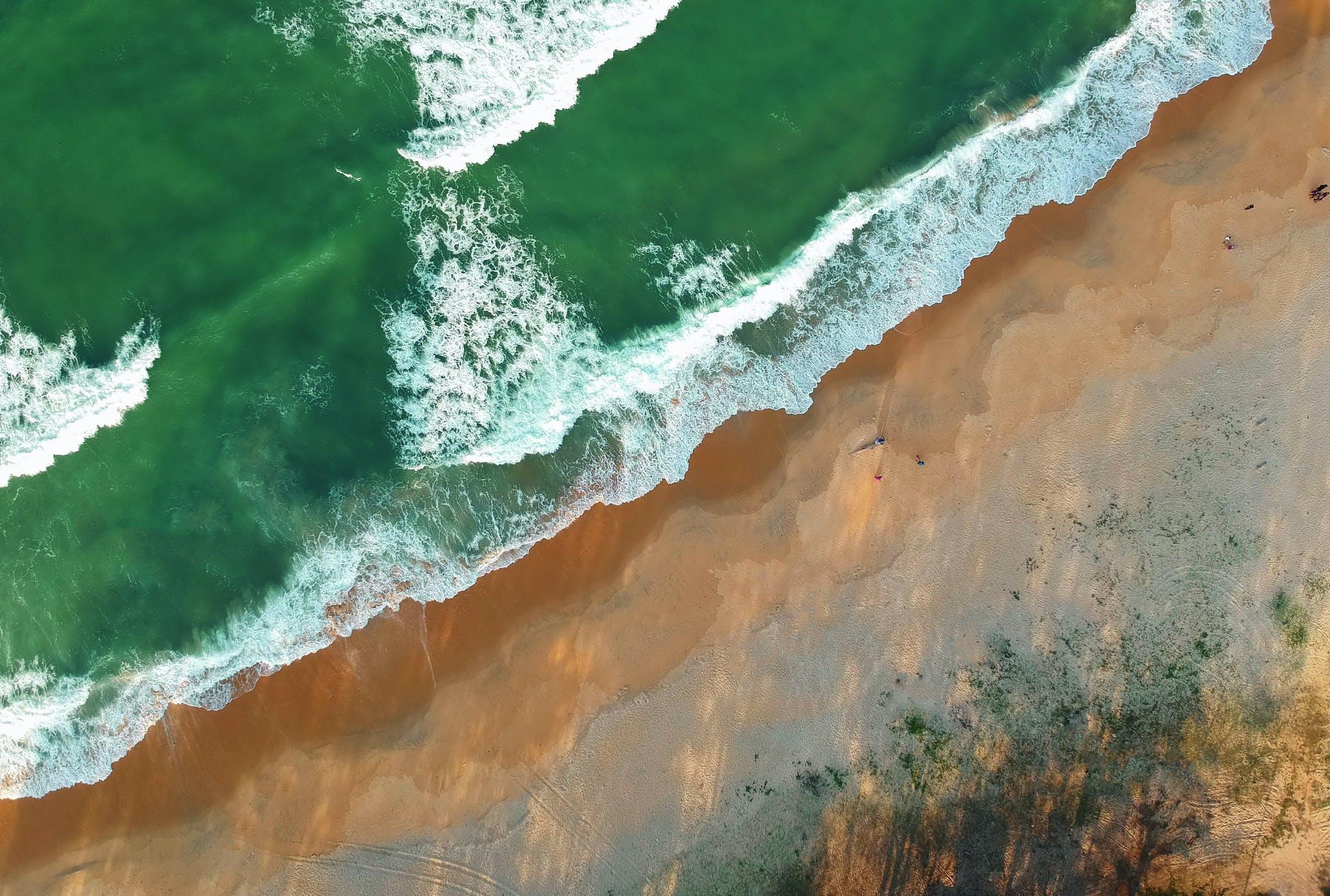 Ilmainen kuvapankkikuva tunnisteilla aallot, hiekka, hiekkaranta, lintuperspektiivi