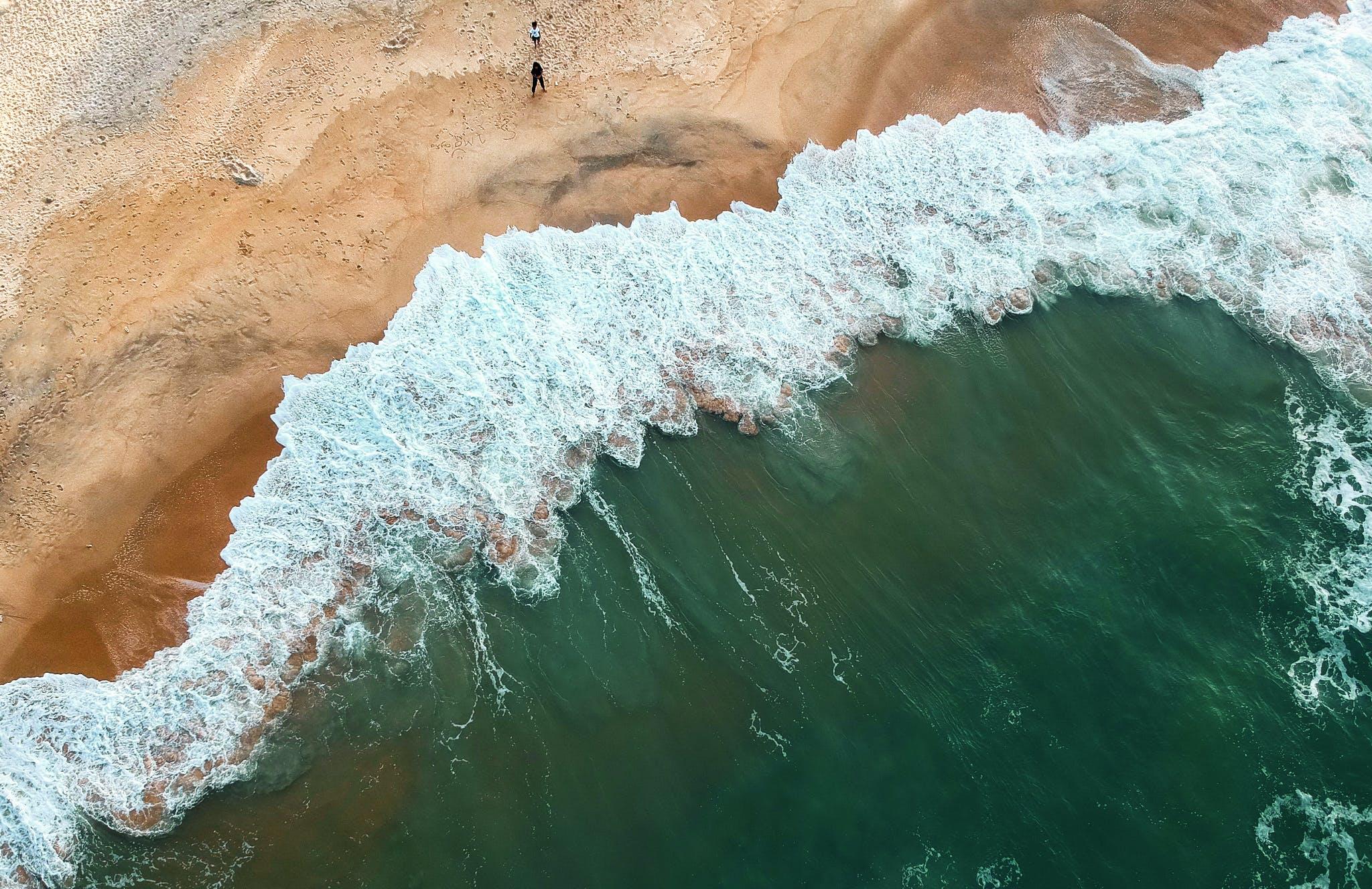 Seawaves on Sands
