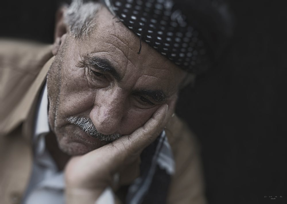 Man holding his face | Photo: Pexels