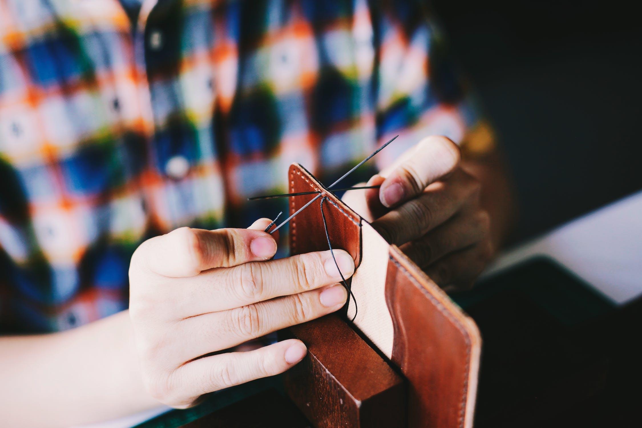 Cómo hacer un bolso de piel a mano