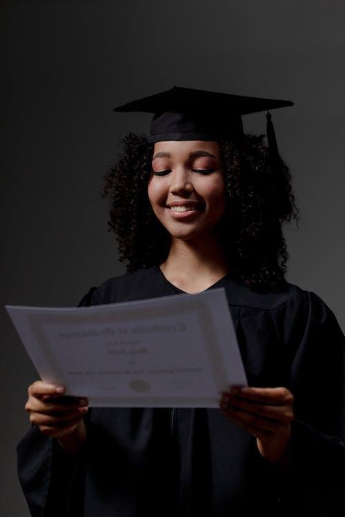 Δωρεάν στοκ φωτογραφιών με αποφοίτηση, βλέπω, επαγγελματίας