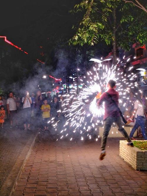 Безкоштовне стокове фото на тему «#everydaypeople #celebration #asia #fireworks»