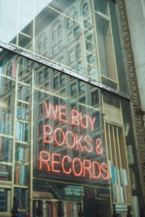 Foto stok gratis bangunan, Book, di luar rumah