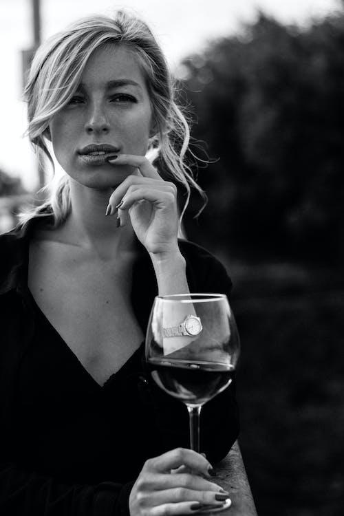 Imagine de stoc gratuită din adult, alb-negru, băutură