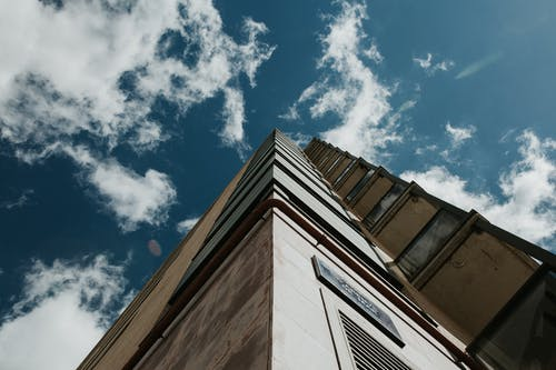 Kostenloses Stock Foto zu architektur, architekturdesign, aufnahme von unten, hochhaus