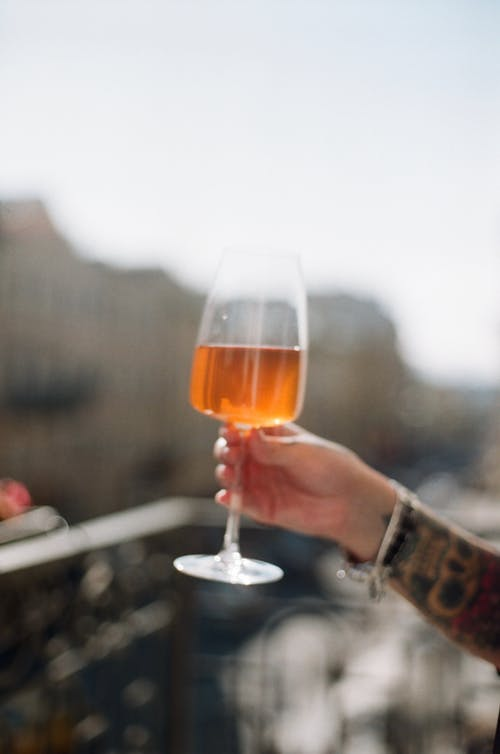 Kostenloses Stock Foto zu alkohol, alkoholisches getränk, bar