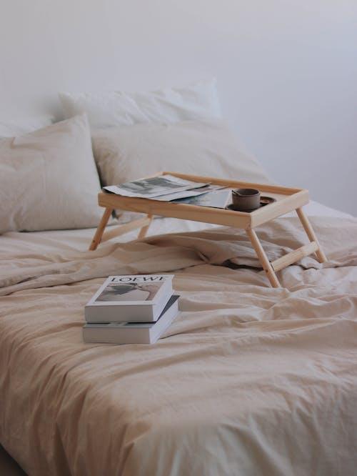 Бесплатное стоковое фото с белый, белый фон, в помещении