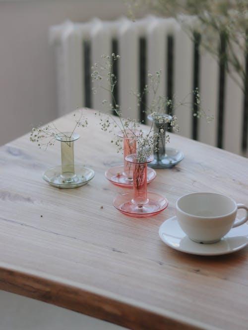 ahşap, bardak, beyaz içeren Ücretsiz stok fotoğraf