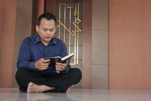 Безкоштовне стокове фото на тему «читання корану»