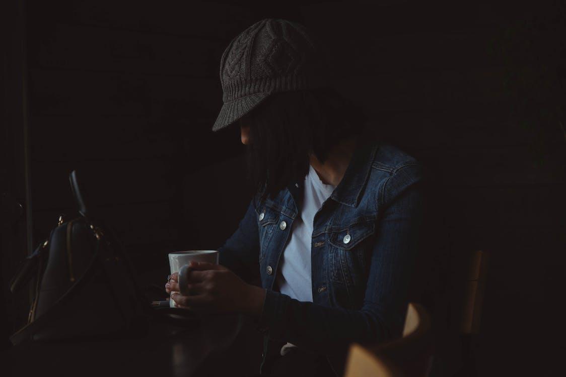 cangkir kopi, dalam ruangan, duduk