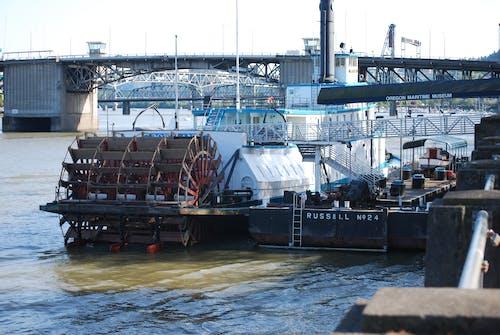 Δωρεάν στοκ φωτογραφιών με σκάφος & γέφυρες