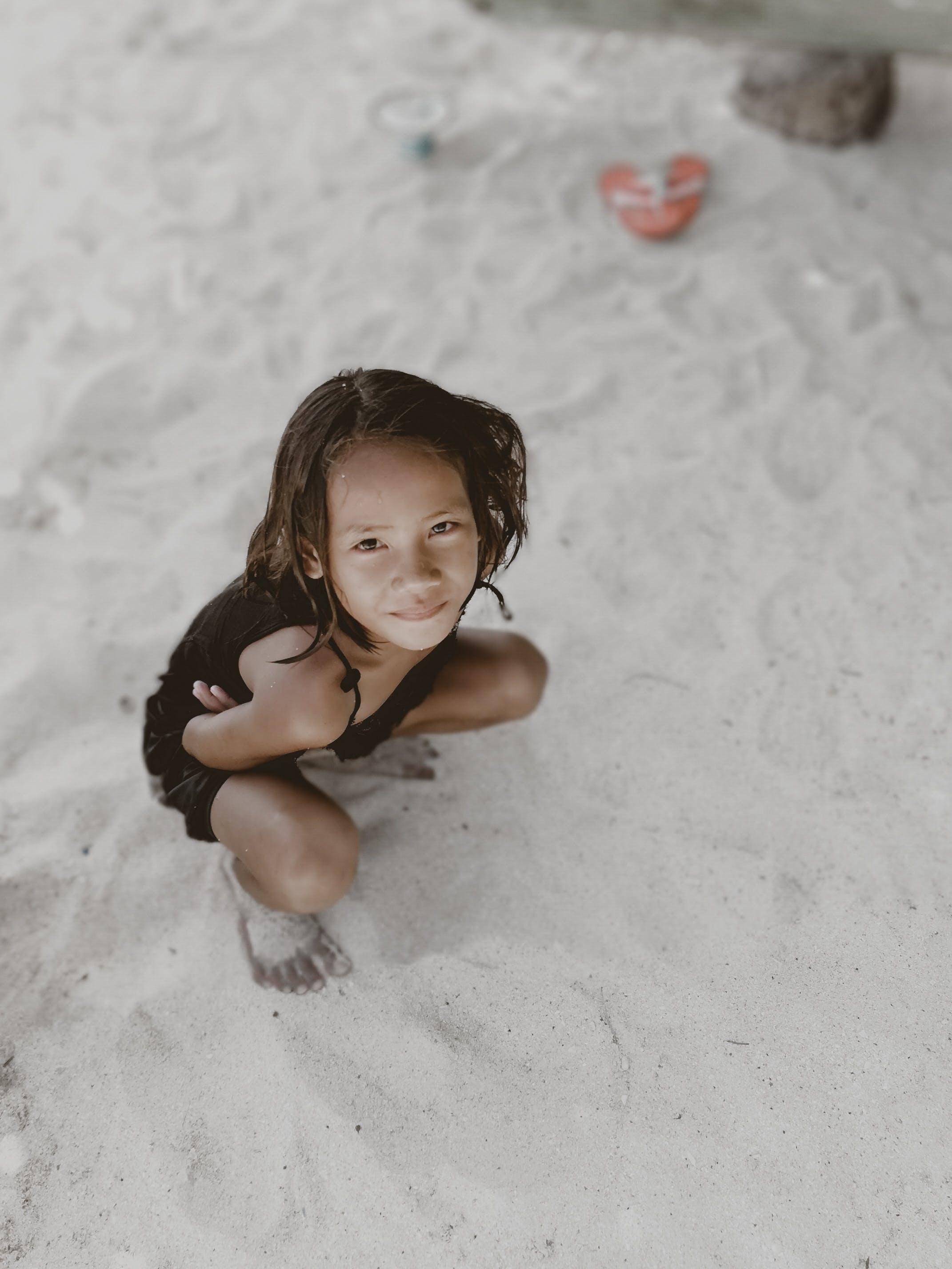 Ảnh lưu trữ miễn phí về bờ biển, cát, con gái, dễ thương