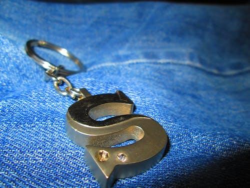 anahtarlık kolye, denim, mavi, s içeren Ücretsiz stok fotoğraf