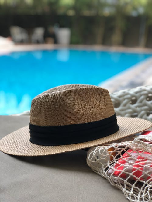 Immagine gratuita di accessorio, acqua, bordo piscina, cappello
