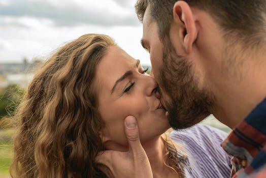 100 amazing kiss photos pexels free stock photos