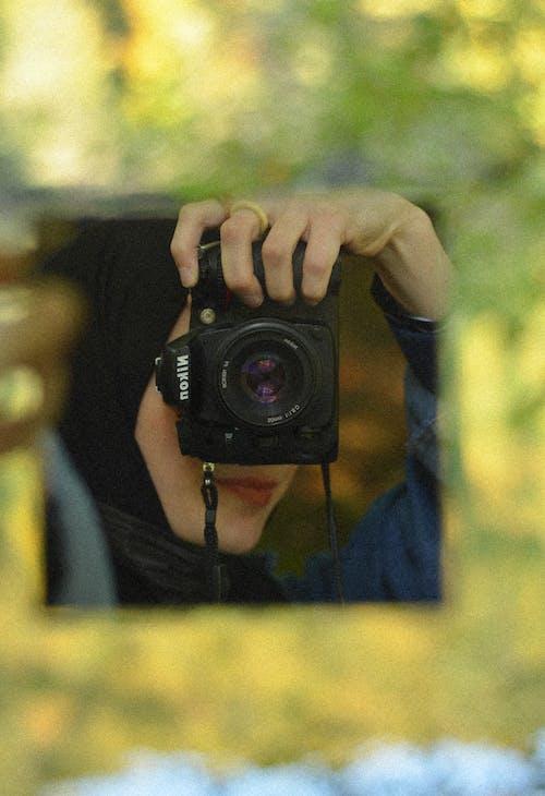 Darmowe zdjęcie z galerii z aparat, bez twarzy, fotograf