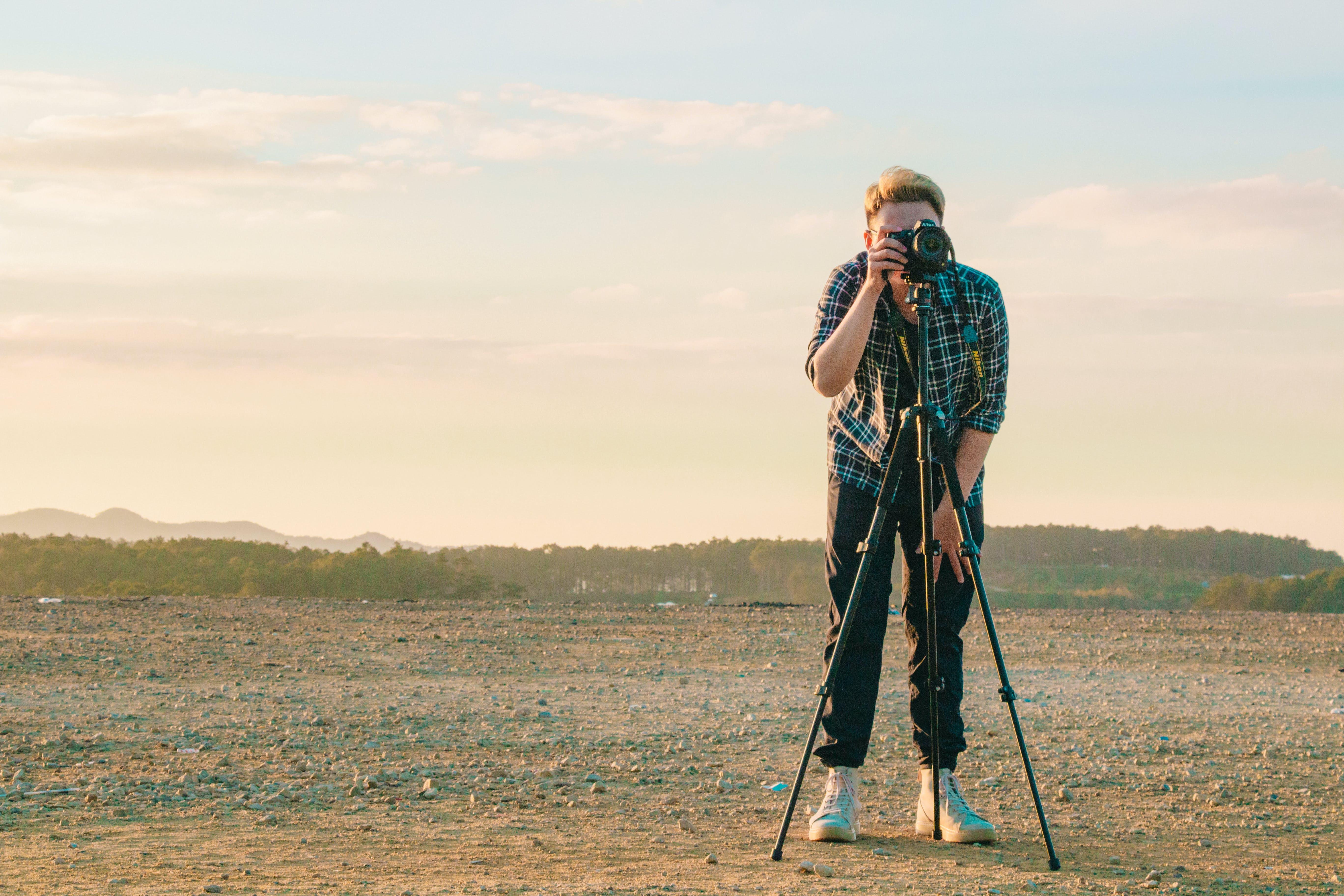 Ingyenes stockfotó ember, fák, felhők, fényképez témában