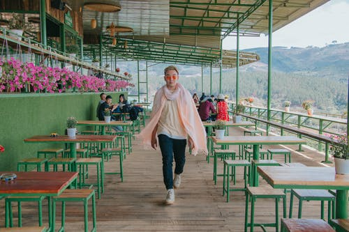 Gratis stockfoto met binnen, bloemen, daglicht, eetcafé