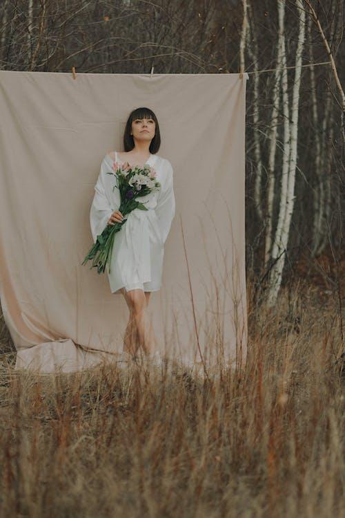 Foto stok gratis bunga-bunga, di luar rumah, fashion