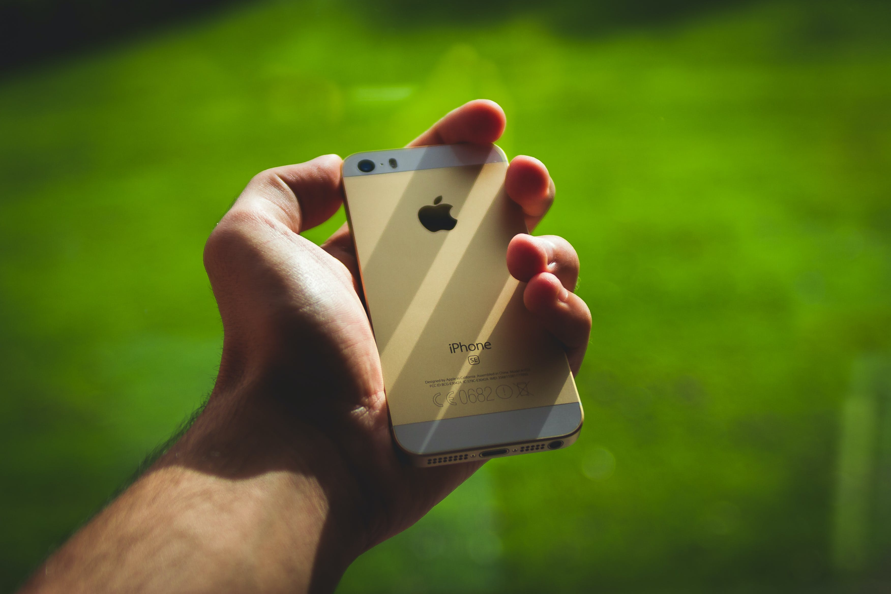 Person Holding Silver Iphone 5s