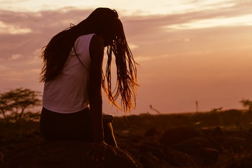 Immagine gratuita di alba, albero, capelli, cielo