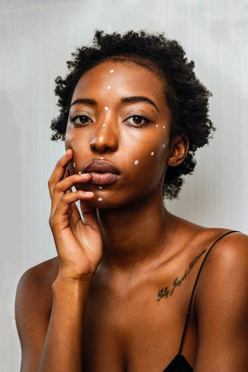 Gratis arkivbilde med afrikansk, afrikansk modell, ansikts kunst