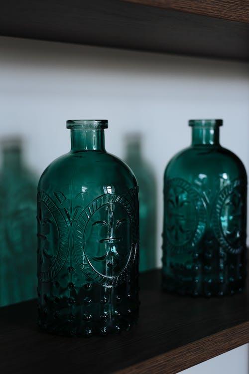Immagine gratuita di bicchiere, decorazione d'interni, home showcase interior