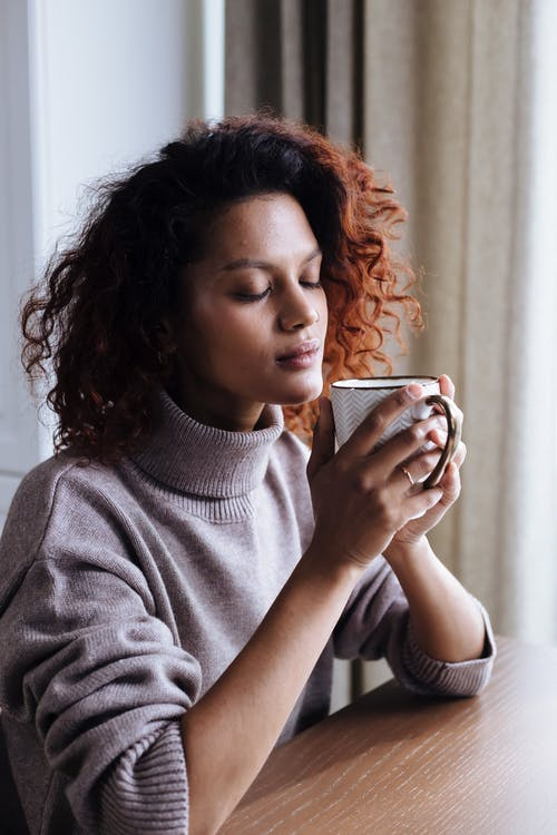 享受, 喝咖啡, 在家 的 免費圖庫相片
