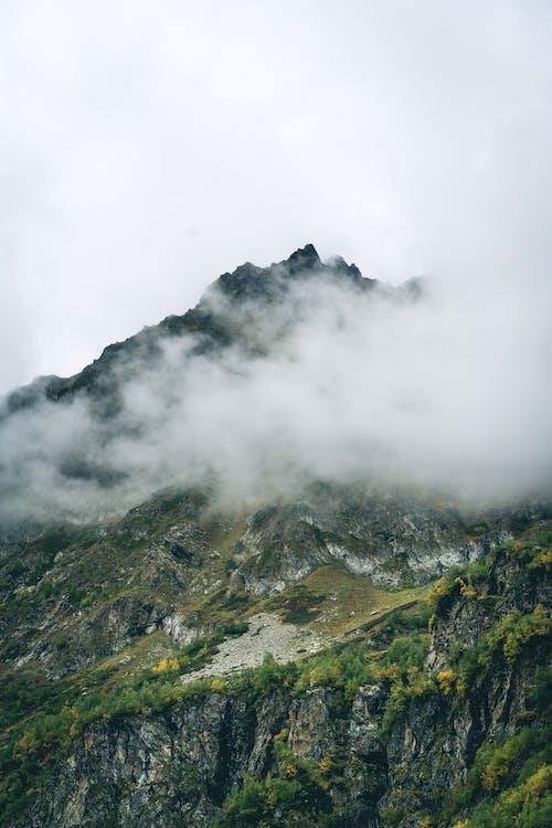 Бесплатное стоковое фото с вертикальный, гора, камни